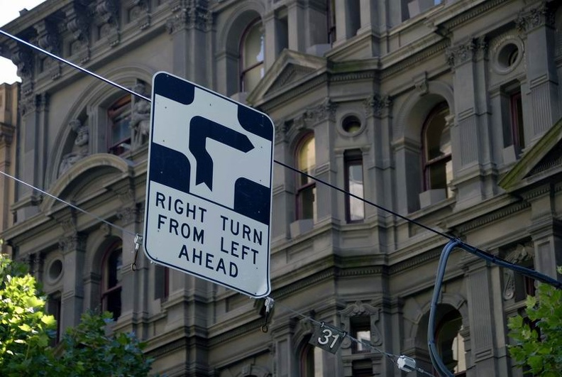 Very_complicated_turning_rule_Melbourne_Victoria_Australia.jpg
