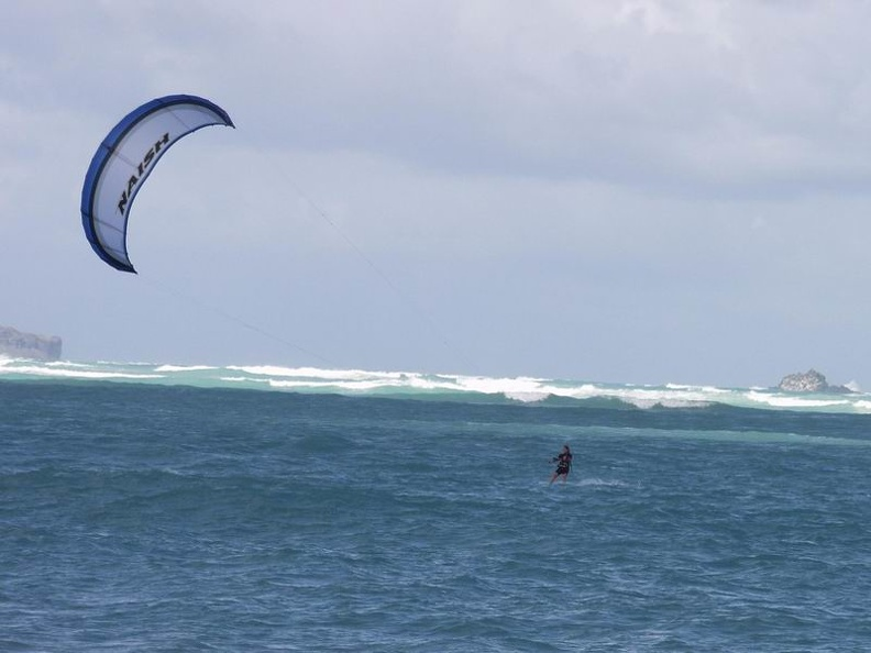 Kitesurfing_on_Kailua_Beach.jpg