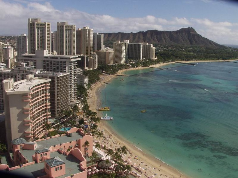 Waikiki_Beach_Honolulu_Oahu.jpg