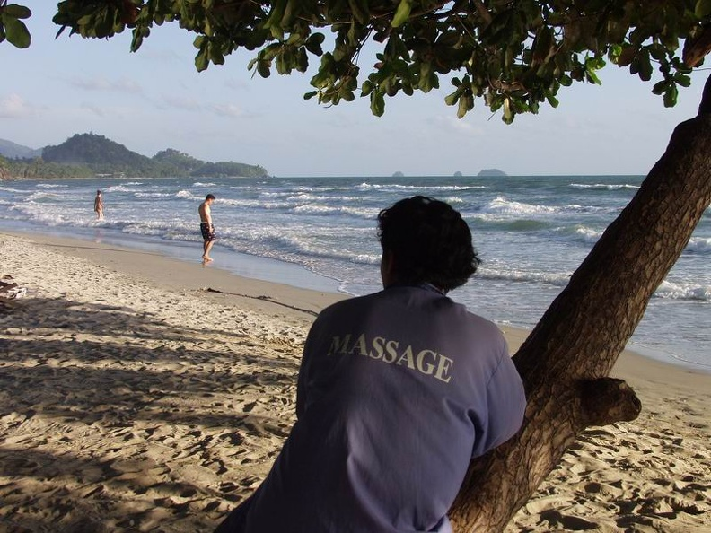 Waiting_for_costumers_White_Sand_Beach_Koh_Chang_Thailand_001.jpg