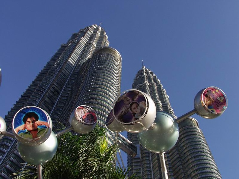 Bus_Station_in_front_of_the_Twin_Towers_Kuala_Lumpur_Malaysia.jpg