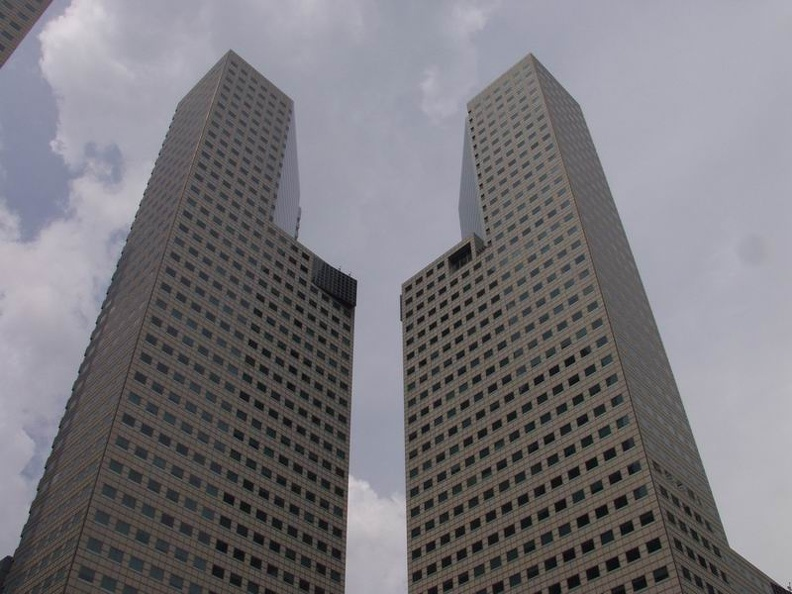 Tower_Twins_Suntec_City_Mall_Singapore.jpg