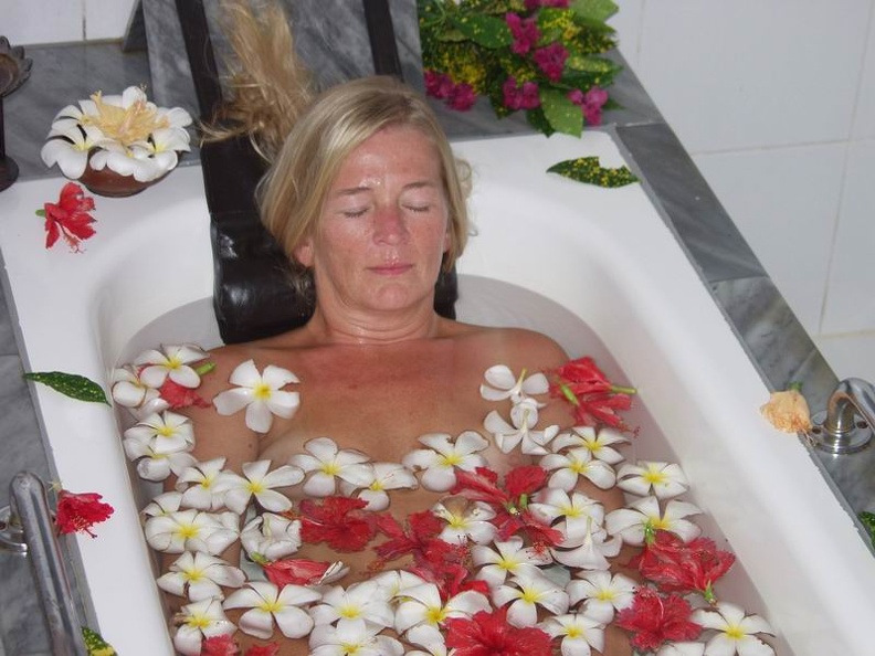 Hil_in_the_Flower_Bath_Ayurveda_Treatment_Lanka_Princess_Beruwala_Sri_Lanka.jpg