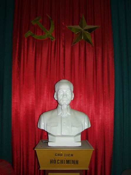 Ho_Chi_Minh_Statue_local_Committee_Bureau_of_KPV_Hanoi_Vietnam.jpg