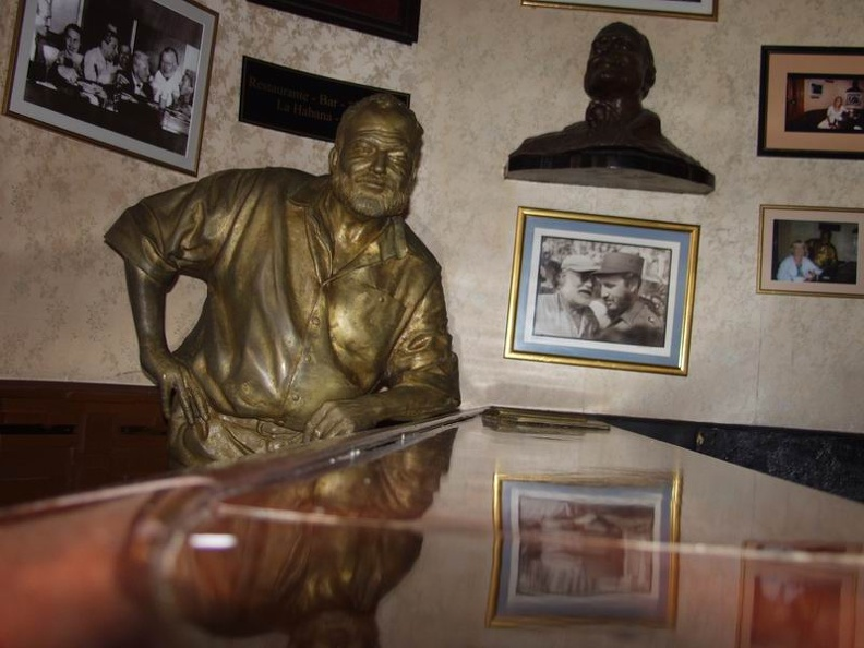The_old_man_and_the_bar_statue_of_Hemingway_Bar_El_Floridita_Old_Havana_Cuba.jpg