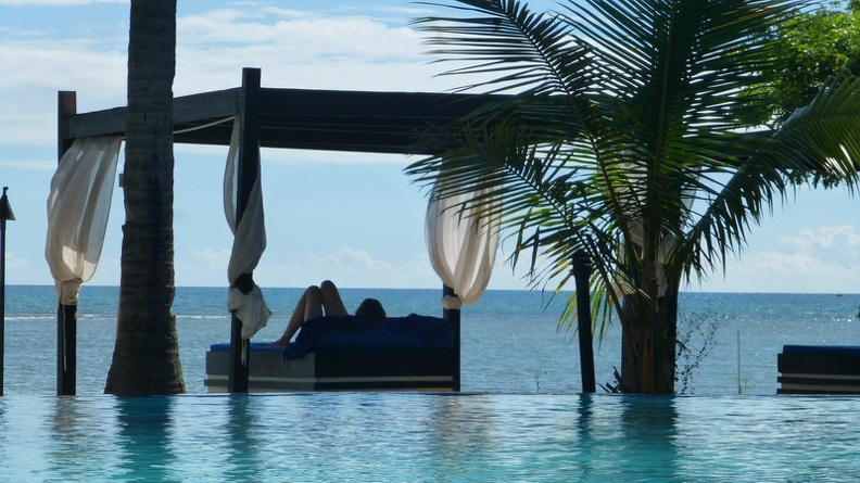 Sunbed_in_water_-_Anchorage_Beach_Resort_Fiji_Island_Viti_Levu.JPG