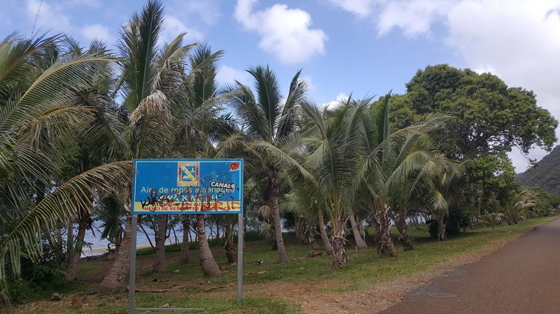Kanak_painting_on_road_sign_-_Thio_beach_Grande_Terre_New_Caledonia.JPG