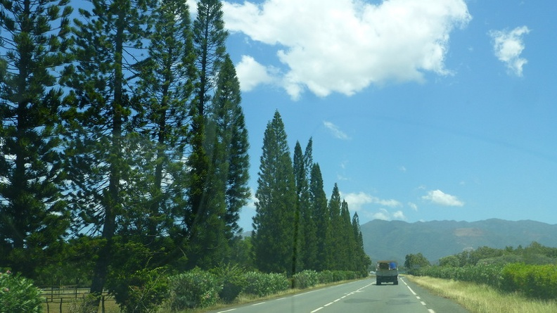 Typical_road_scene_-_La_Foa_New_Caledonia.JPG