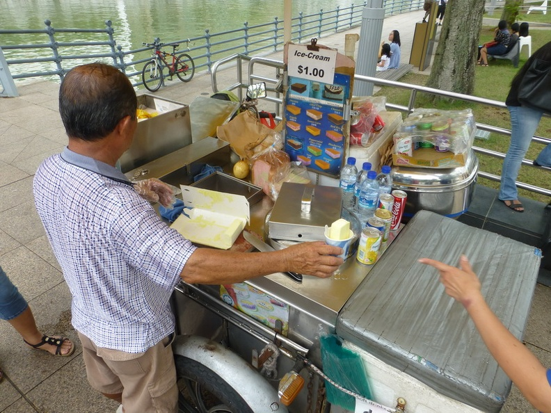 Good_business_-_Ice_Cream_stall_on_Fullerton_Road_Singapore.JPG
