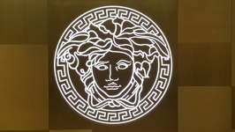 Logo Versace - Marina Bay Shopping Center Singapore