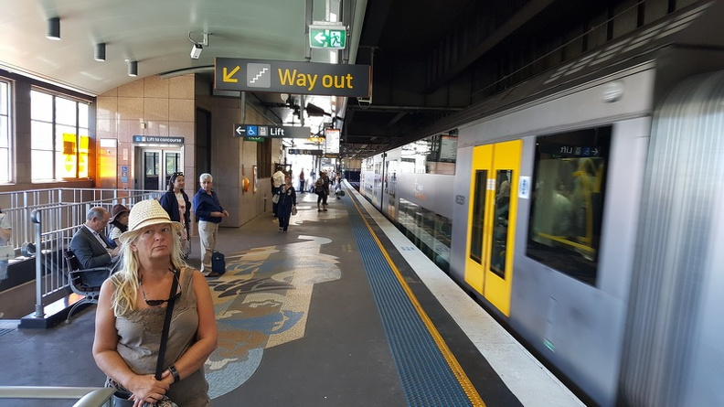Train_station_-_Sydney_New_South_Wales_Australia.JPG