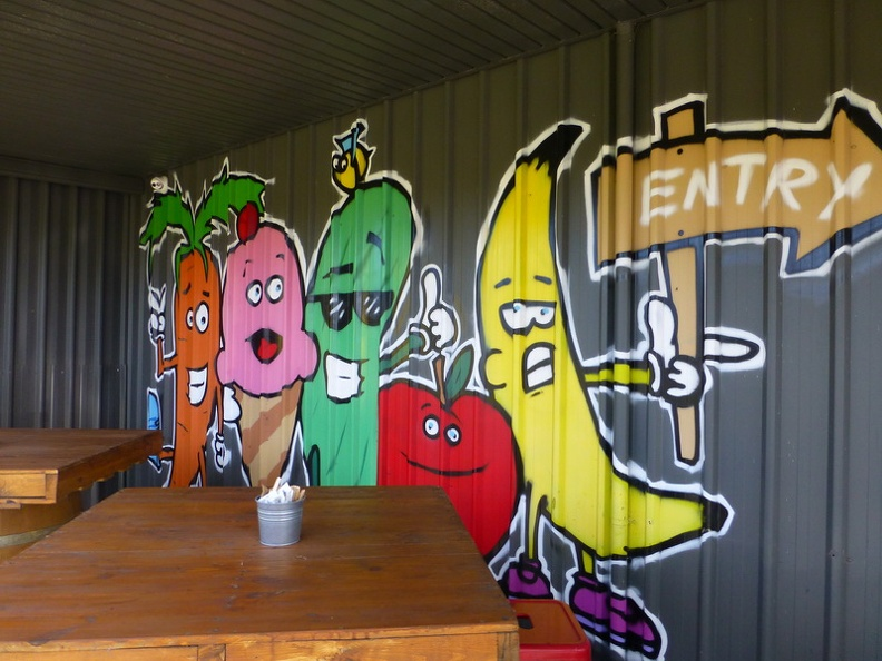 Entry_sign_-_Roadhouse_The_crooky_carrot_Dunsborough_Western_Australia.JPG