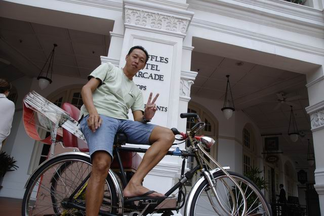 Bicycle_Taxi_Raffles_Hotel_Singapore.jpg